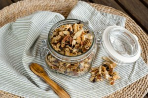 pecan-chocolate-coconut-granola